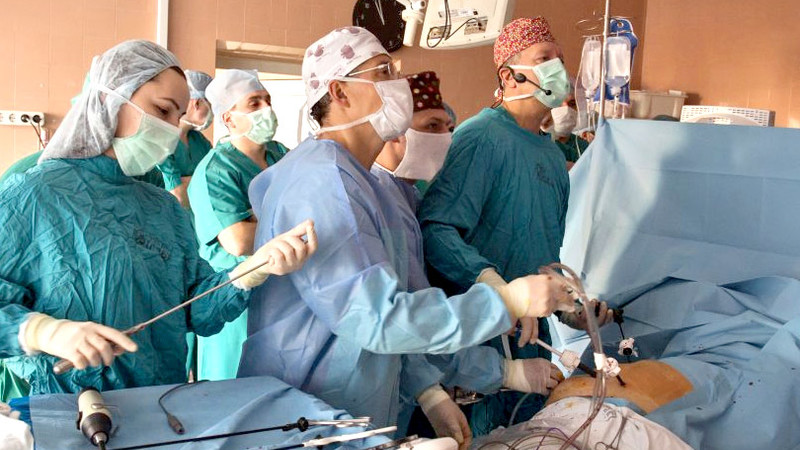 Фотоотчет мастер-класса «Лапароскопическая и роботизированная хирургия в урологии»: прямо из операционной!